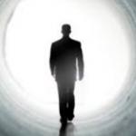 Είναι πιθανό η κβαντική θεωρία να αποδεικνύει πως η συνείδηση μετακινείται σε άλλο σύμπαν μετά το θάνατο