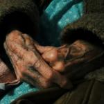 Τι έμαθα φροντίζοντας μια 91χρονη με άνοια σε ένα χωριό της Αγγλίας