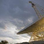 Εντοπίσθηκαν άλλα 72 μυστηριώδη ραδιοσήματα από την ίδια άγνωστη πηγή σε έναν μακρινό γαλαξία