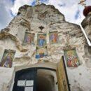 Ταξίδι στα 10 Μοναστήρια που κόβουν την ανάσα...